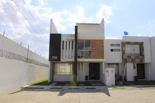Moderna Casa En Fracc. Seguro, Detras De Plaza Explanada