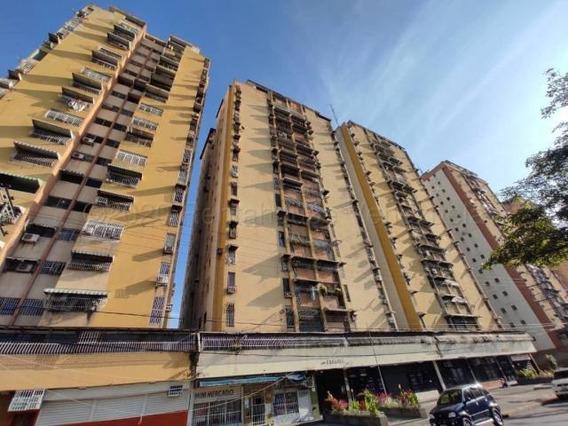 Apartamento En Venta Urb. El Centro- Maracay 21-7336ejc