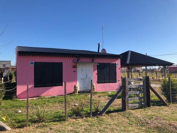 Domselaar Chico - Casa Con Pileta Construida Sobre 2 Lotes