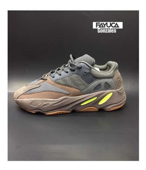 Tenis adidas Yeezy 700 Streetwear