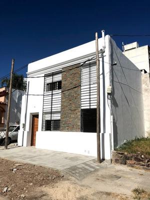 Casa A Estrenar !!! La Blanqueada - 2 Dormitorios