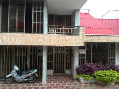 Casa De 5 Niveles, Garaje Doble, 5 Habitaciones