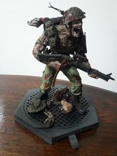 Figura Soldado Zombie Serie Spawn .