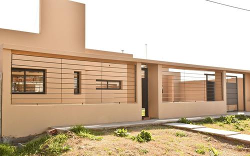 Imagen 1 de 17 de Casa En Venta De 2 Dormitorios Altos Romero