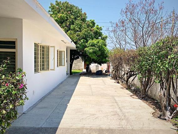 Casa De 3 Recámaras, 2 Baños Y Árboles Frutales