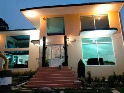 Hermosa Casa Amarilla