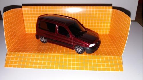 Escala 1.43 Peugeot Partner  Vidriada Color Bordo