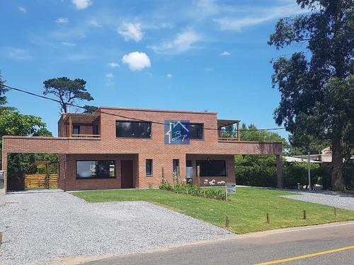Casa En Propiedad Horizontal A Estrenar En Pinares, 3 Dormitorios Y Parrillero- Ref: 649