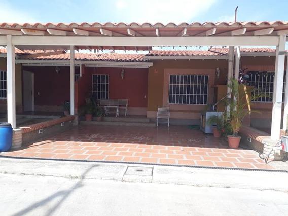 Bella Y Cómoda Casa En Venta, Valle De Oro, Conj. La Yunta,