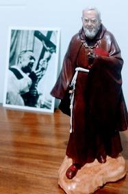 Imagem De Sao Padre Pio Em Resina Maciça 32 Cm, 2 K E 800g.