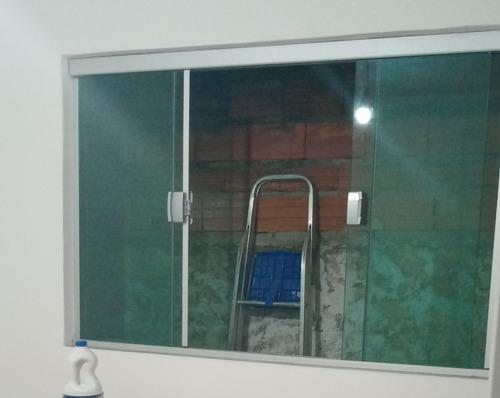 Imagem 1 de 5 de Venda E Instalação Janelas, Box E Sacadas De Vidro