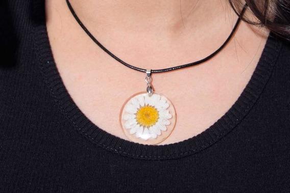 Collar De Flor En Resina, Con Collar De Cuero. Dije Flor