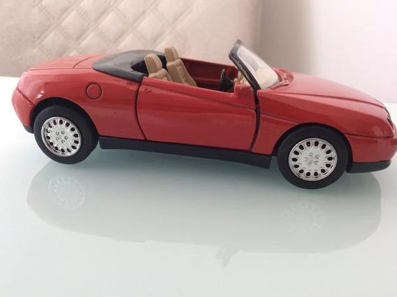Carrinho De Colecionador - Alfa Romeo Spider (1997) 1:32
