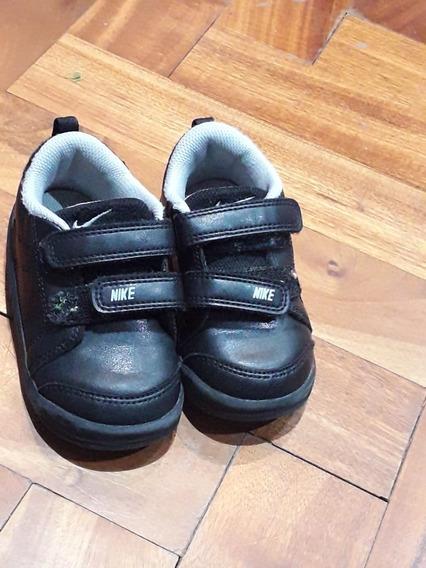 Zapatillas Nike Negras. Talle 22