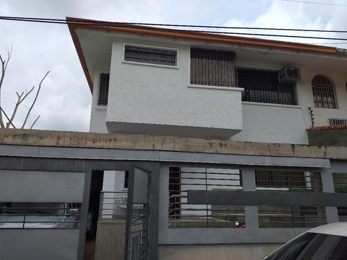 Imagen 1 de 14 de Casa Cómoda Y Económica Con Excelente Distribución Ubicada En El Country