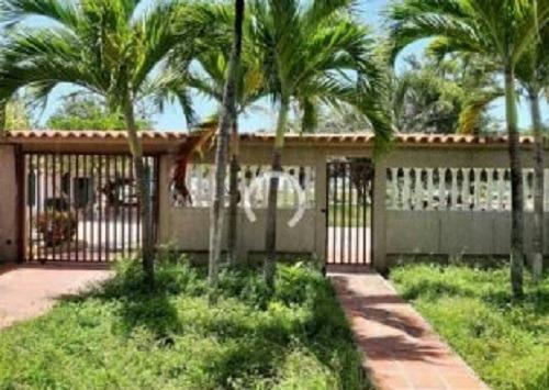 E.ortega Vende Hermosa Casa En Tacarigua De La Laguna