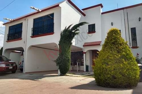 Renta De Casa En Privada Excelente Ubicación Y Precio $8,500 3 Habitaciones!