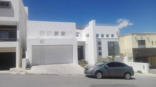 Se Vende Casa Moderna En Puerta De Hierro Muy Cerca Del Periferico De La Juventud!!!!