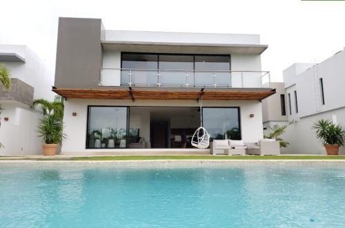 Preciosa Casa En Venta Con Vista Al Lago, Alberca Y Segurida