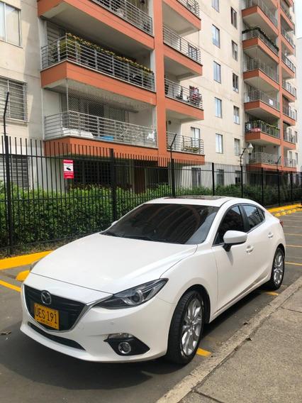Mazda 3 Grand Touring Blanco Modelo 2016 5 Puertas Sedan.