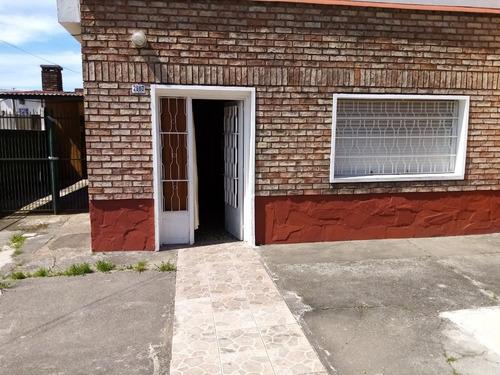 Casa De 5 Ambientes Y 2 Baños , Jardín ,fondo ,cocheras