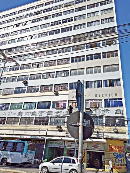 Apartamento No Centro - Quarto, Sala, Cozinha - Elevador