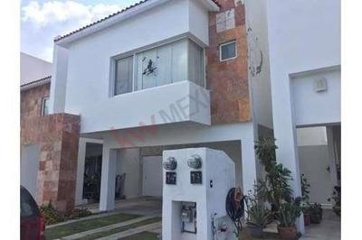 Juriquilla Santa Fé, Renta Amplia Casa