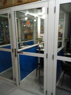 1 Cabina De Telefono Estructura De Aluminio - Retirar Haedo