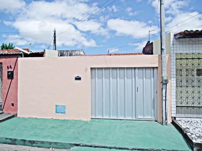 Casa Com 2 Quartos, Área De Serviço, Garagem, Quintal