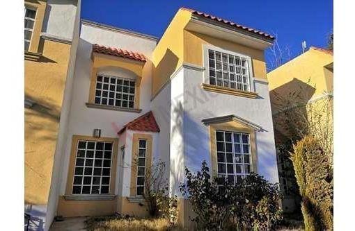Casa En Renta En Santa Barbara En Privada Con Excelente Ubicación , Zona Tranquila Y Fáciles Accesos Fraccionamiento Privado Con Áreas Verdes