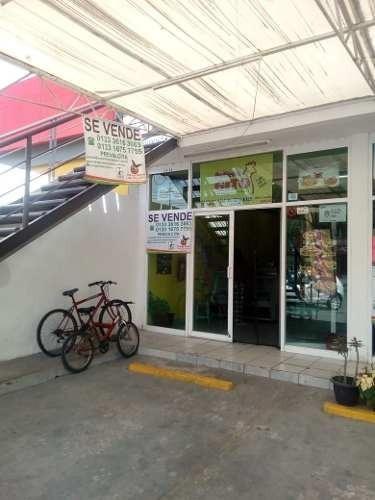 Local Comercial En Av. Principal Fracc. Hacienda Real, Tonal