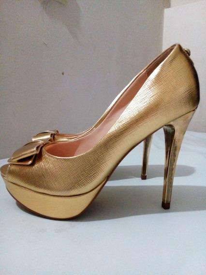 Nuevo Stilettos Dorados .