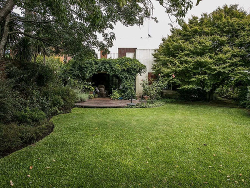Casa Con Precioso Jardín - Carrasco Ref. 913