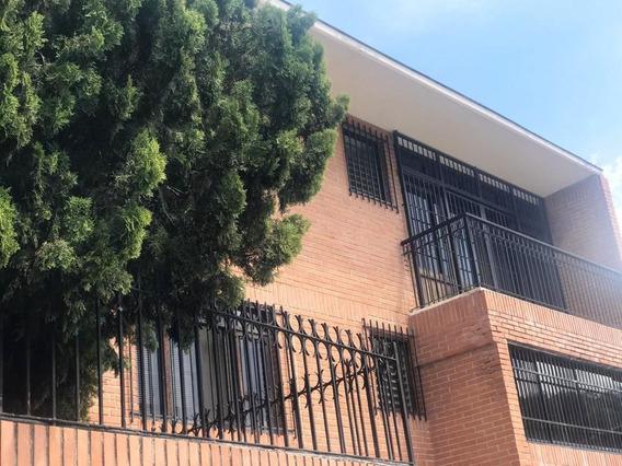 Se Alquila Casa 250m2 4h/4b/4p Santa Sofia