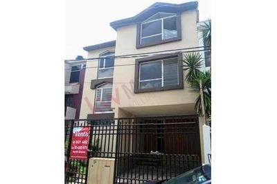 Casa Para Habitar Y Actualizar, Funcional, Calle Cerrada Con Vigilancia