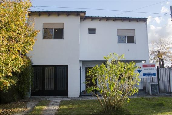 Casa Cuatro Dormitorios En Hernandez Con Garage