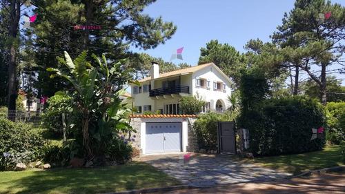 Espectacular Casa En Una Zona Magnifica De Punta Del Este.- Ref: 9270