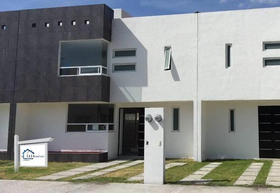 En Hacienda Las Trojes, 3 Recámaras, Estudio, Jardín, Privada, Equipada.-