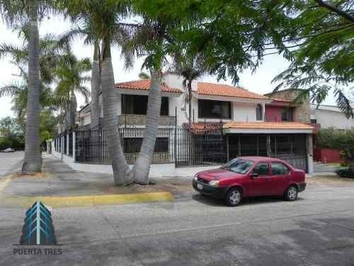 ¡baja De Precio! Amplia Casa Sobre Boulevard Bugambilias