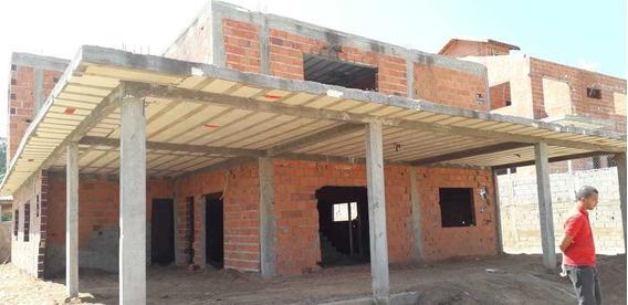 Em Condomínio, Área De 1.500 M², Casa Em Fase De Construção