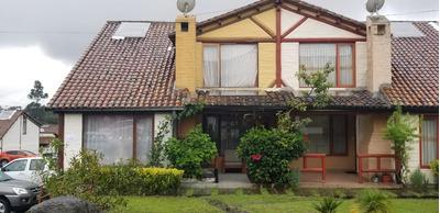 Casa De Tres Dormitotrio Tres Baños Y Medio