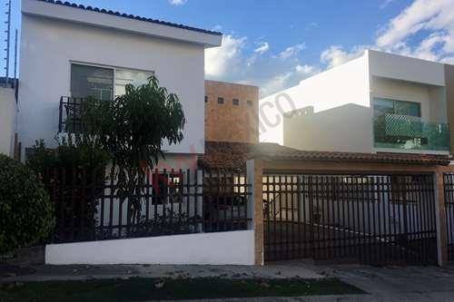 Espaciosa Casa En Venta En Calle Cerrada Bugambilias 2da Sección