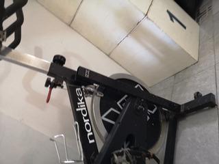 Bicicleta Nordika Usada Con Detalles Mínimos Funcionando