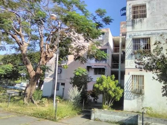 Apartamento En Venta En Maracay Las Acacias Zp 20-7995