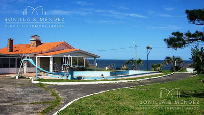 Casa En Primera Línea En Playa Grande