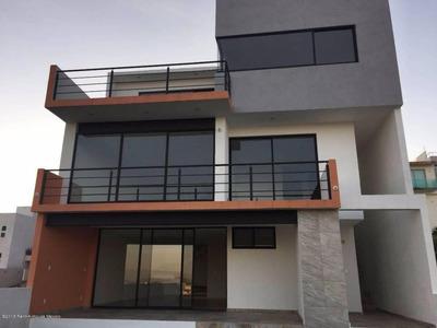 Casa En Renta En Lomas De Bellavista De 3 Recámara