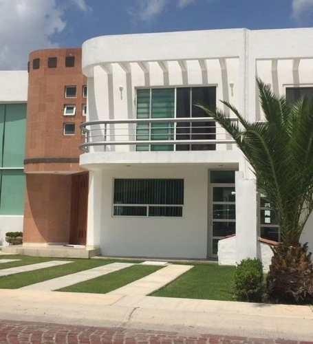 Casa Amueblada En Renta. Cumbres Del Lago, Juriquilla. Rcr190205b-lr