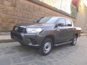 Camioneta Pick Up Toyota Hilux Doble Cabina, Mod. 2017
