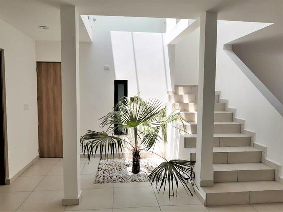 Casa En Venta En Grand Juriquilla Con Recamara En Planta Baja