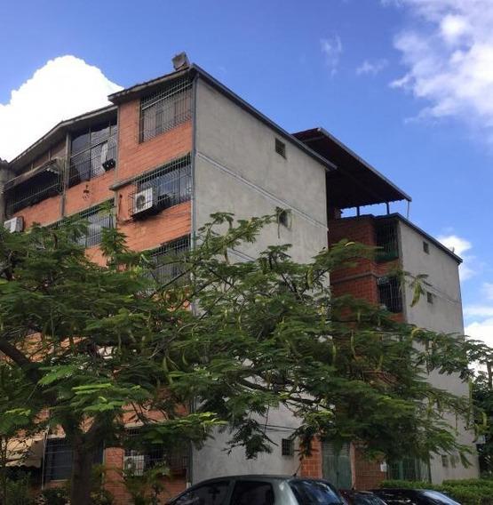 Apartamento De 03 Habitaciones.